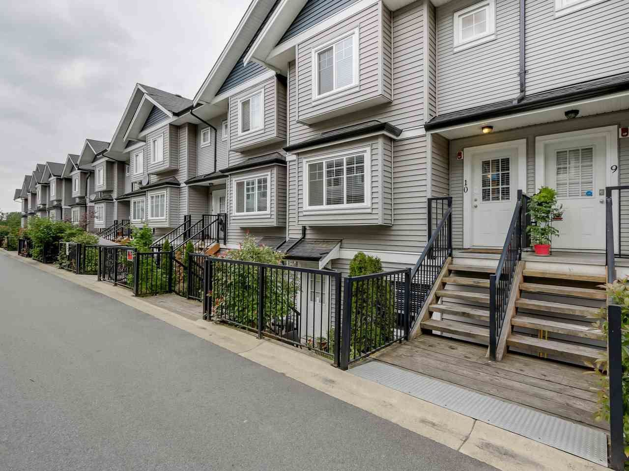 """Photo 2: Photos: 10 11255 132 Street in Surrey: Bridgeview Townhouse for sale in """"FRASERVIEW TERRACE"""" (North Surrey)  : MLS®# R2086692"""