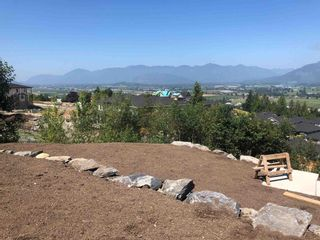 Photo 5: 8169 HARVEST Place in Chilliwack: Eastern Hillsides House for sale : MLS®# R2604749