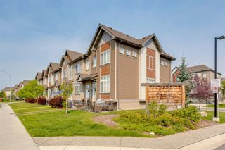 Photo 3: 20 Copperpond Rise SE in Calgary: Copperfield Row/Townhouse for sale : MLS®# A1130100