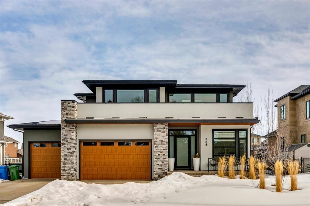 Main Photo: 888 East Lakeview Road: Chestermere Detached for sale : MLS®# A1076589