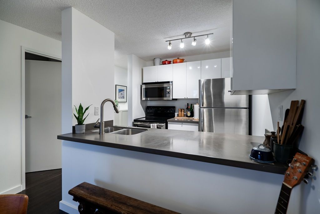 """Main Photo: 604 1040 PACIFIC Street in Vancouver: West End VW Condo for sale in """"Chelsea Terrace"""" (Vancouver West)  : MLS®# R2433739"""