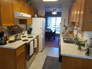 """Photo 5: 2 10062 154TH Street in Surrey: Guildford Townhouse for sale in """"Woodland Grove"""" (North Surrey)  : MLS®# R2245300"""