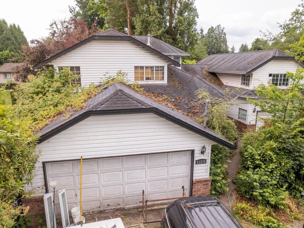 "Photo 2: Photos: 21374 RIVER Road in Maple Ridge: Southwest Maple Ridge House for sale in ""River Road"" : MLS®# R2600142"