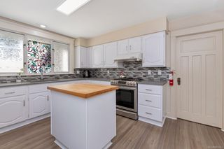 Photo 10: 934 Queens Ave in : Vi Central Park House for sale (Victoria)  : MLS®# 883083