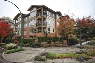 Photo 2: 209 2601 Whiteley Court in North Vancouver: Lynn Valley Condo for sale : MLS®# R2112893
