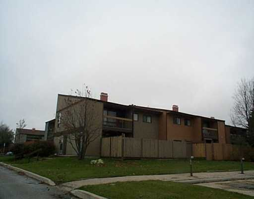 Main Photo: 9 522 KENASTON Boulevard in WINNIPEG: River Heights / Tuxedo / Linden Woods Condominium for sale (South Winnipeg)  : MLS®# 2415111