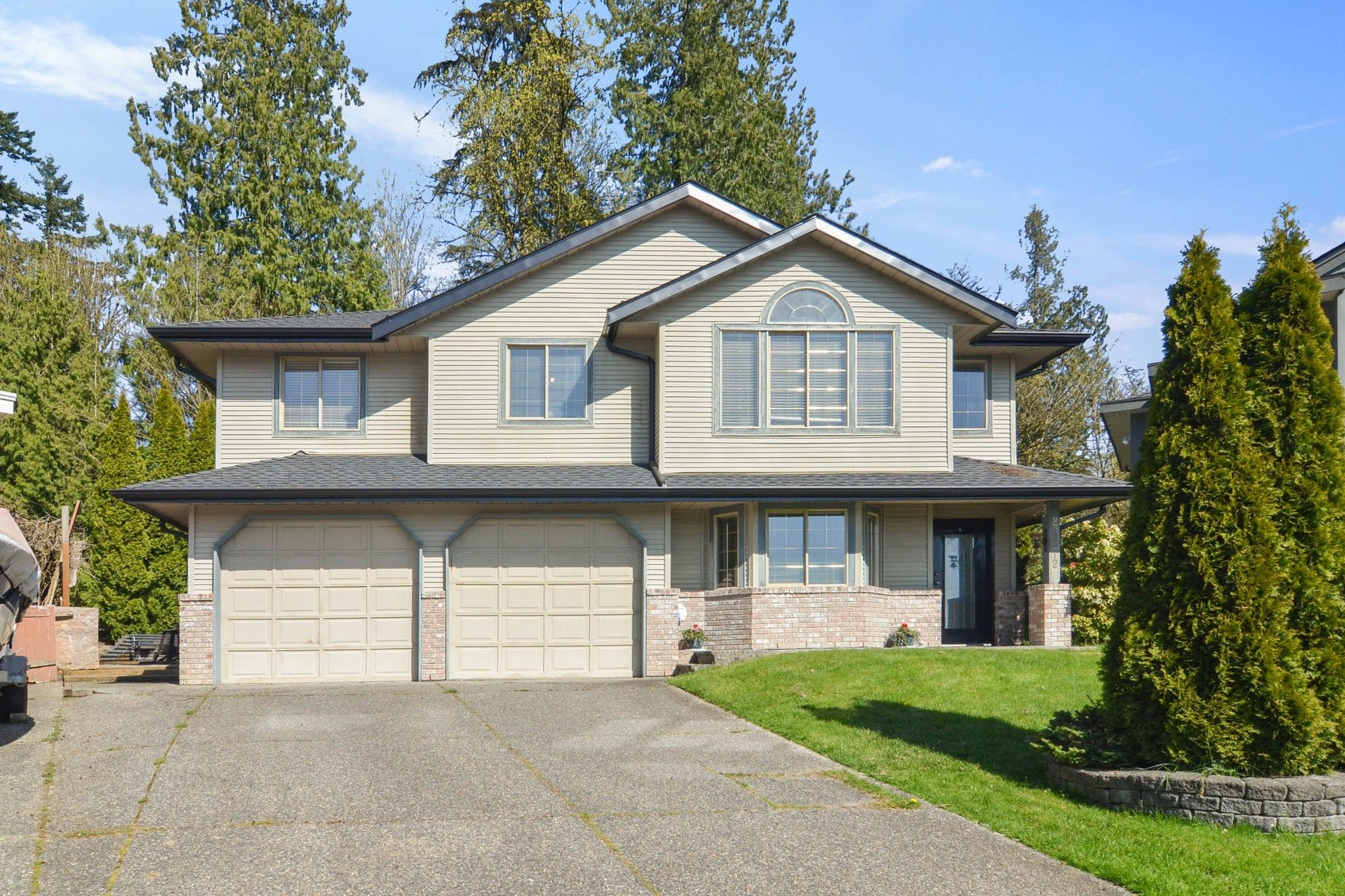 Main Photo: 23812 TAMARACK Place in Maple Ridge: Albion House for sale : MLS®# R2572516
