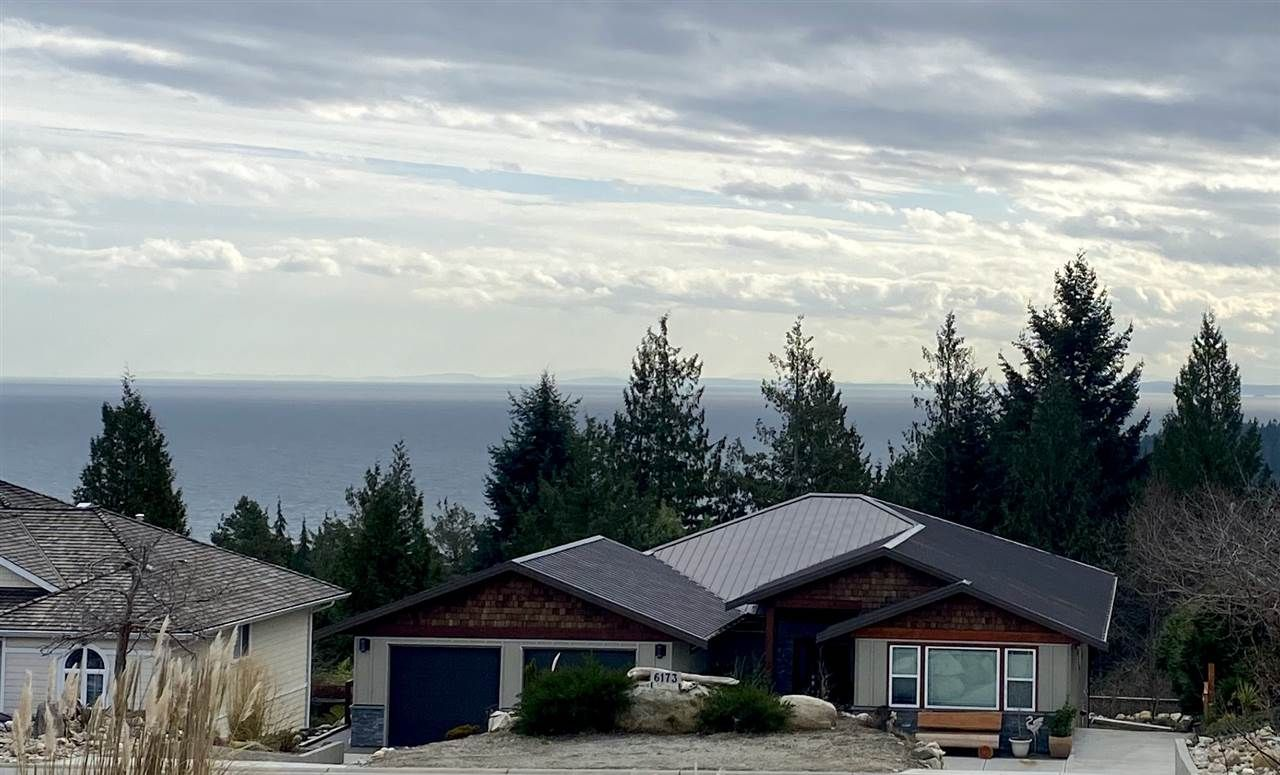 """Main Photo: 6173 MIKA Road in Sechelt: Sechelt District House for sale in """"PACIFIC RIDGE"""" (Sunshine Coast)  : MLS®# R2543749"""
