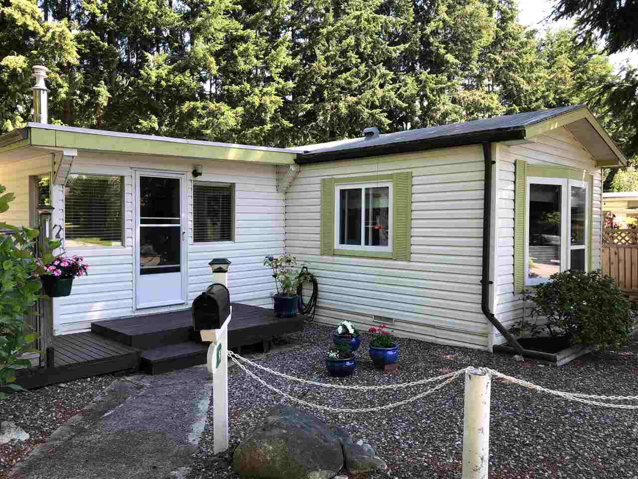 """Main Photo: 45 4116 BROWNING Road in Sechelt: Sechelt District Manufactured Home for sale in """"ROCKLAND WYND"""" (Sunshine Coast)  : MLS®# R2472545"""