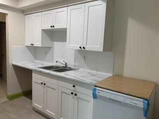 Photo 3: 304 33956 ESSENDENE Avenue in Abbotsford: Central Abbotsford Condo for sale : MLS®# R2508613