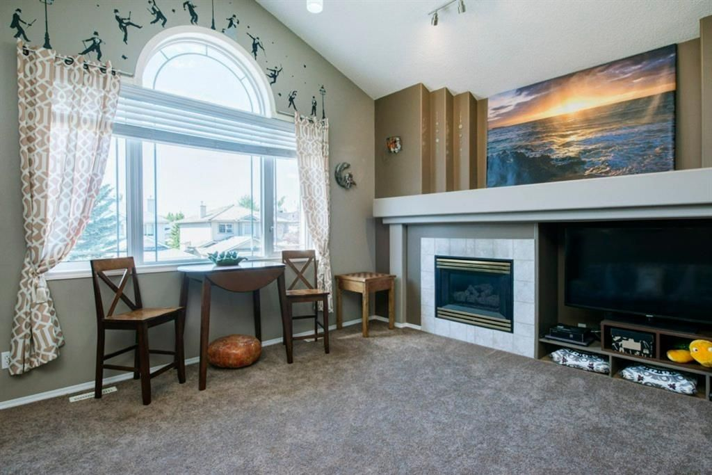 Photo 17: Photos: 10 MT BREWSTER Circle SE in Calgary: McKenzie Lake Detached for sale : MLS®# A1025122