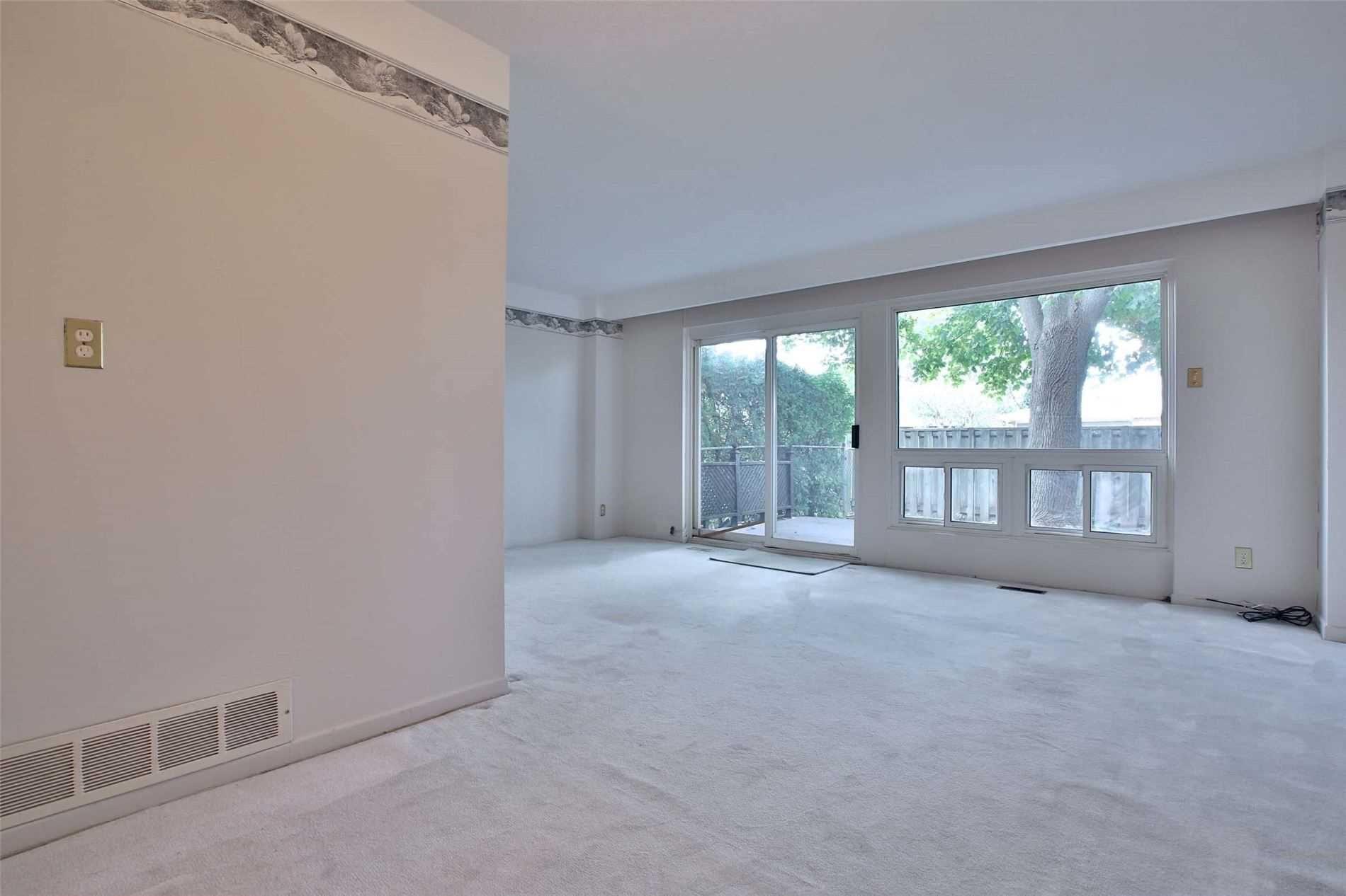 Photo 4: Photos: 8 695 Birchmount Road in Toronto: Kennedy Park Condo for sale (Toronto E04)  : MLS®# E4600623