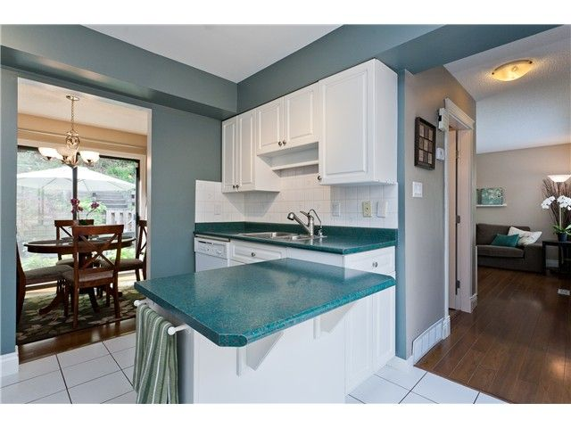 "Photo 8: Photos: 411 CARDIFF Way in Port Moody: College Park PM Townhouse for sale in ""EAST HILL"" : MLS®# V1021161"