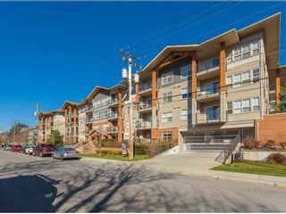 Photo 1: 108 20219 54A Avenue in Langley: Langley City Condo for sale : MLS®# R2349398