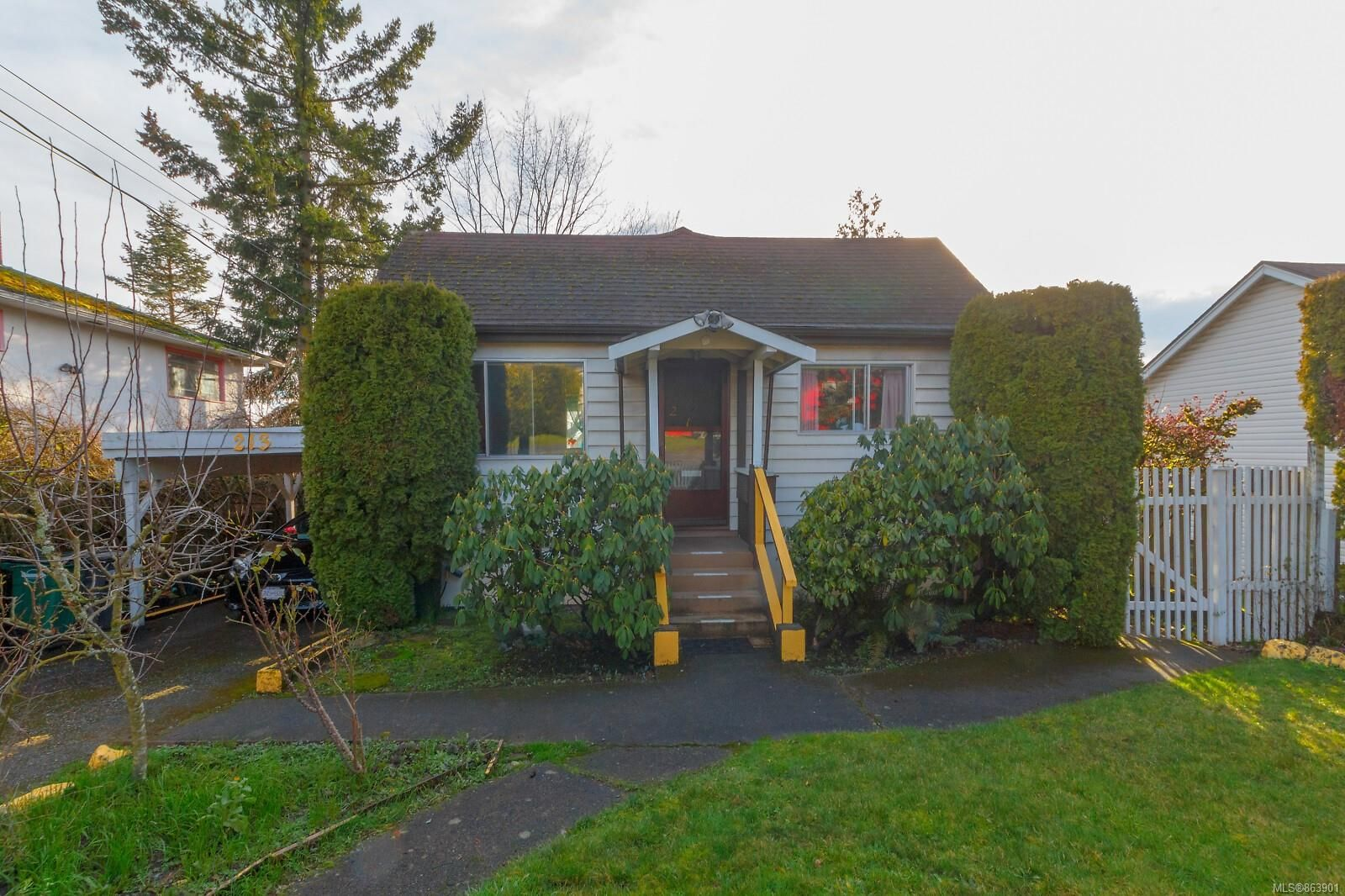 Main Photo: 213 Crease Ave in : SW Tillicum House for sale (Saanich West)  : MLS®# 863901