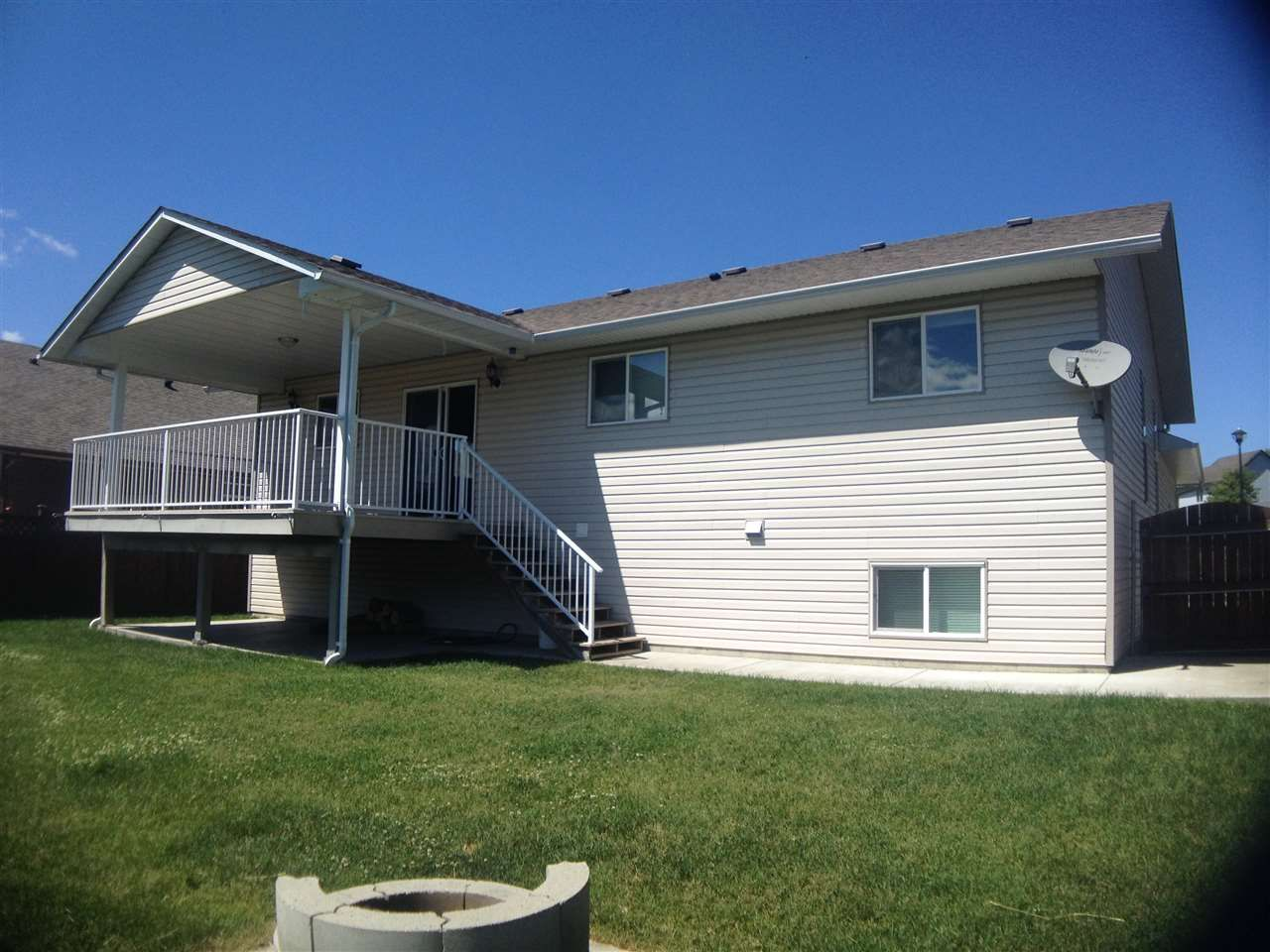 Photo 2: Photos: 183 NICKEL RIDGE Avenue in Quesnel: Quesnel - Town House for sale (Quesnel (Zone 28))  : MLS®# R2443698