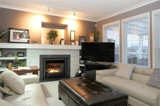 """Photo 9: 18343 68 Avenue in Surrey: Cloverdale BC House for sale in """"Cloverwoods"""" (Cloverdale)  : MLS®# R2441662"""