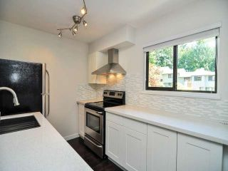 "Photo 5: 887 CUNNINGHAM Lane in Port Moody: North Shore Pt Moody Townhouse for sale in ""WOODSIDE VILLAGE"" : MLS®# V1021537"