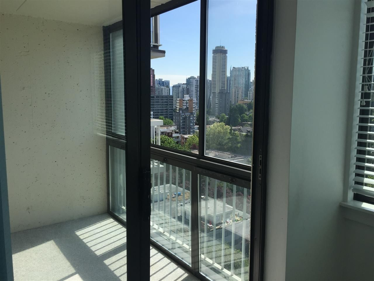 """Photo 10: Photos: 1706 1740 COMOX Street in Vancouver: West End VW Condo for sale in """"Sandpiper"""" (Vancouver West)  : MLS®# R2172816"""