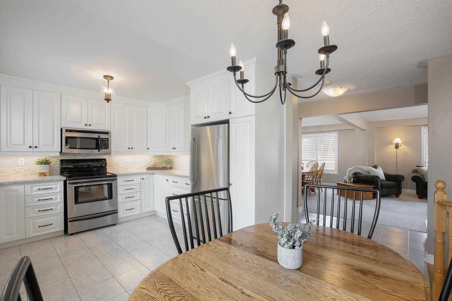 Photo 6: Photos: 190 Dean Burton Lane in Newmarket: Woodland Hill House (2-Storey) for sale : MLS®# N4918510