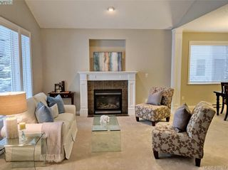 Photo 5: 1065 Violet Ave in VICTORIA: SW Strawberry Vale House for sale (Saanich West)  : MLS®# 807244