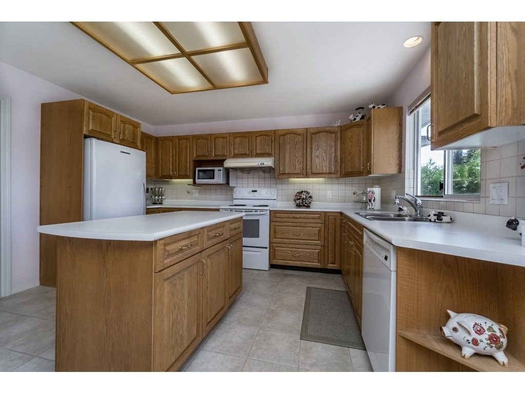 Photo 7: Photos: 7135 4TH Street in Burnaby: Burnaby Lake House for sale (Burnaby South)  : MLS®# R2184143