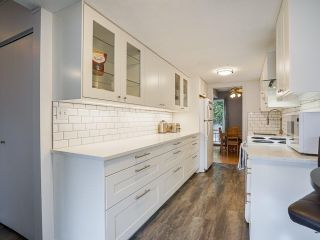 """Photo 10: 3 3370 ROSEMONT Drive in Vancouver: Champlain Heights Townhouse for sale in """"ASPENWOOD"""" (Vancouver East)  : MLS®# R2493440"""
