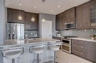 Photo 5: 1603 46 Street NW in Calgary: Montgomery Semi Detached for sale : MLS®# A1103899