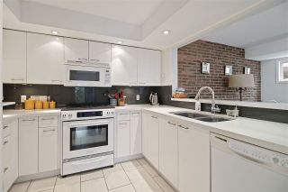 """Photo 8: 2530 CORNWALL Avenue in Vancouver: Kitsilano Townhouse for sale in """"NORTH OF 4TH AVENUE"""" (Vancouver West)  : MLS®# R2440158"""
