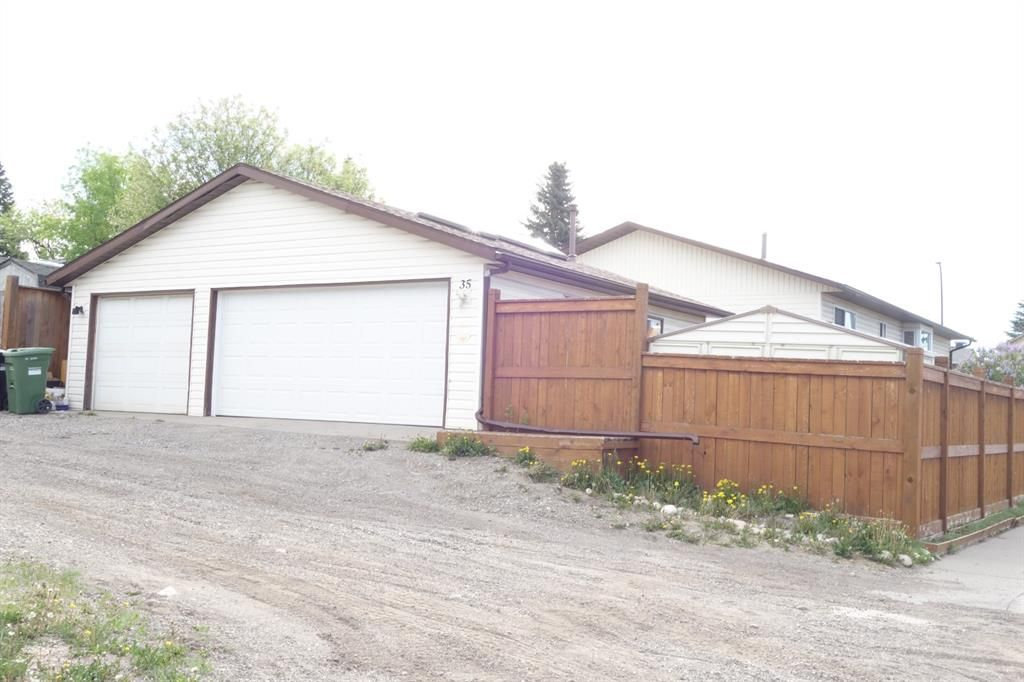 Main Photo: 35 Ranchlands Crescent NW in Calgary: Ranchlands Detached for sale : MLS®# A1115459