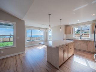 "Photo 4: 5668 DERBY Road in Sechelt: Sechelt District House for sale in ""SilverStone Heights Phase2"" (Sunshine Coast)  : MLS®# R2524627"