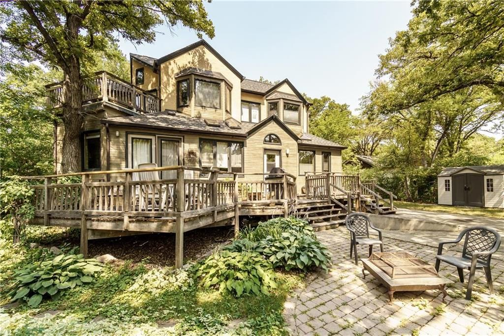 Photo 2: Photos: 906 North Drive in Winnipeg: East Fort Garry Residential for sale (1J)  : MLS®# 202116251