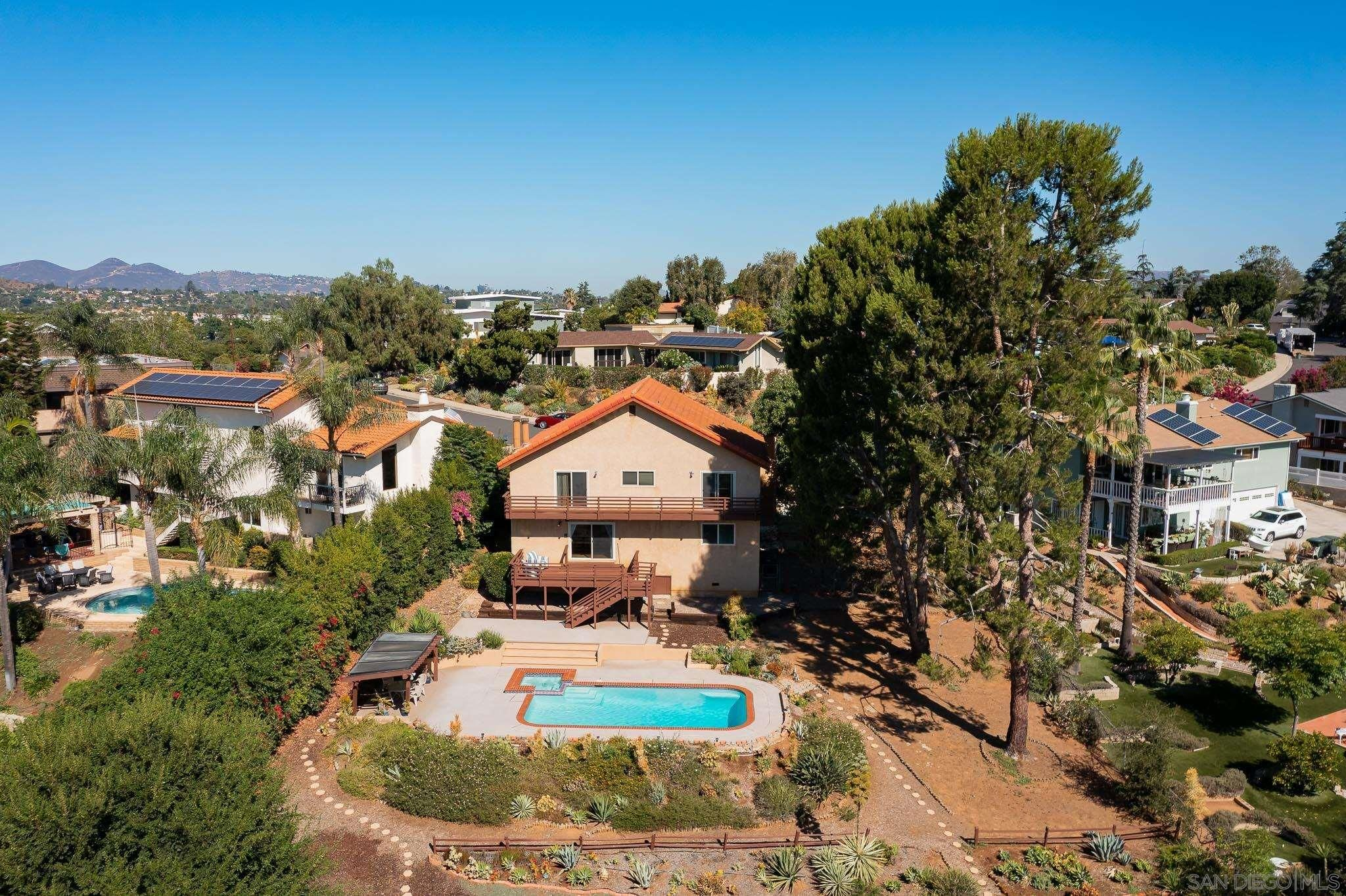 Main Photo: SOUTHEAST ESCONDIDO House for sale : 4 bedrooms : 329 Cypress Crest Ter in Escondido