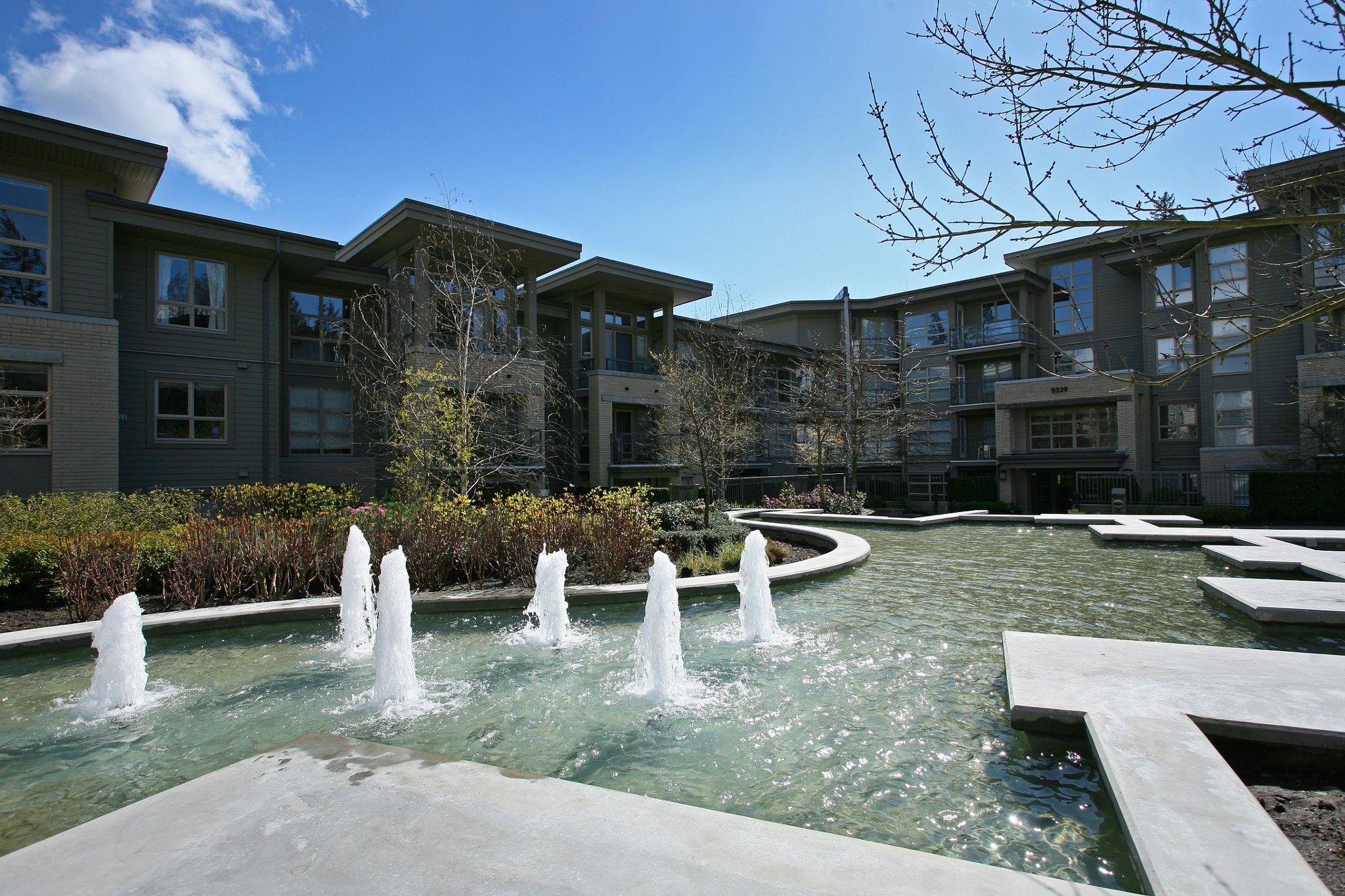 """Photo 23: Photos: 404 9339 UNIVERSITY Crescent in Burnaby: Simon Fraser Univer. Condo for sale in """"HARMONY AT THE HIGHLANDS"""" (Burnaby North)  : MLS®# R2578073"""