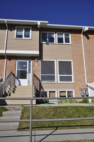 Main Photo: 52 116 Silver Crest Drive NW in Calgary: Silver Springs Row/Townhouse for sale : MLS®# A1153423