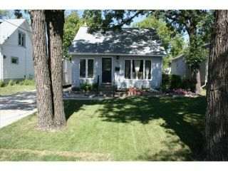 Photo 1: 55 Berrydale Avenue in WINNIPEG: St Vital Residential for sale (South East Winnipeg)  : MLS®# 1303750