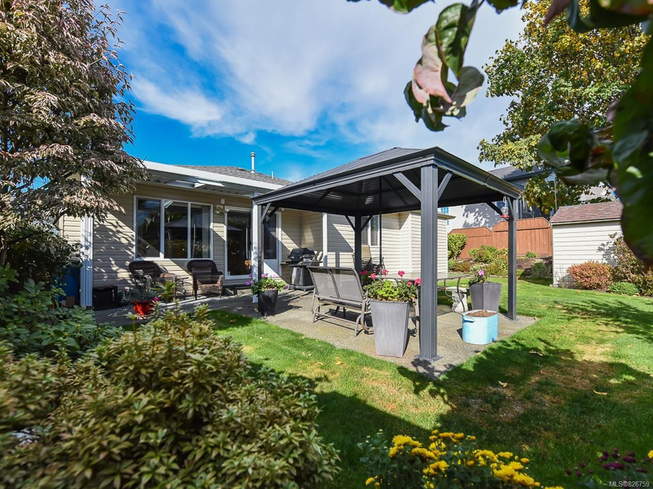 Photo 3: Photos: 2165 Stirling Cres in COURTENAY: CV Courtenay East House for sale (Comox Valley)  : MLS®# 826759