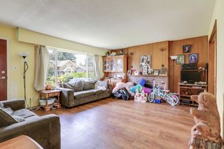 Photo 2: 924 VINEY Road in North Vancouver: Lynn Valley House for sale : MLS®# R2594861