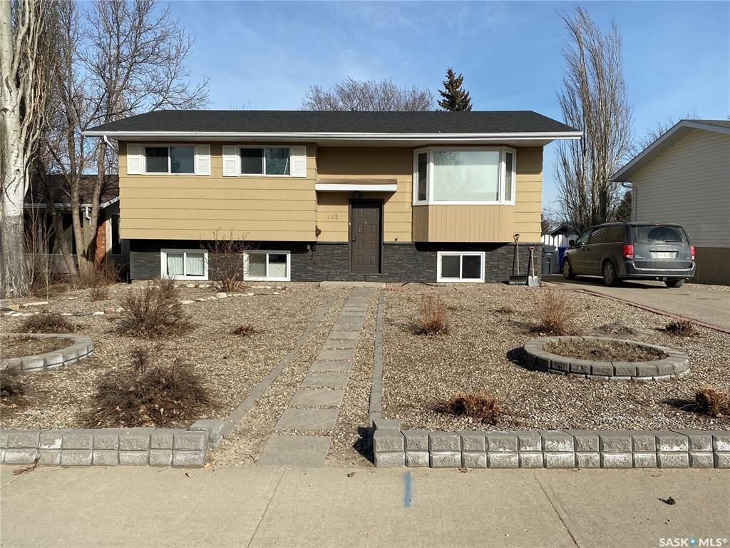 Main Photo: 483 Matador Drive in Swift Current: Trail Residential for sale : MLS®# SK845414