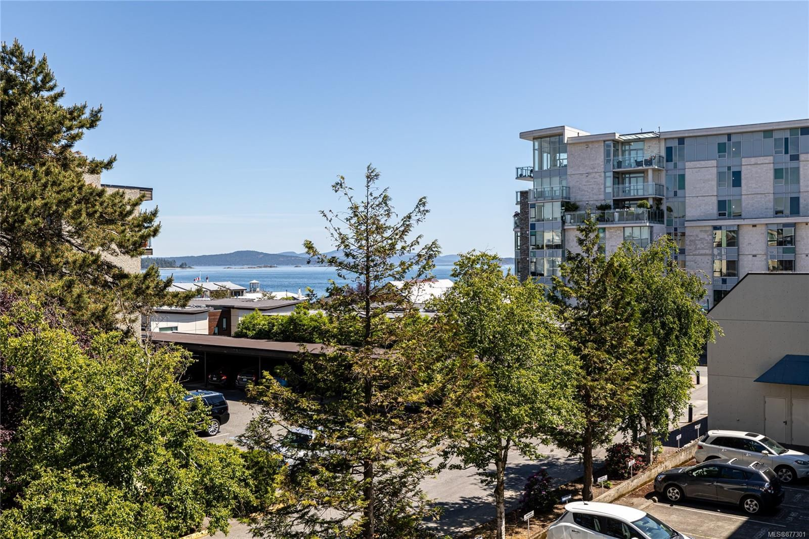 Main Photo: 207 9805 Second St in : Si Sidney North-East Condo for sale (Sidney)  : MLS®# 877301