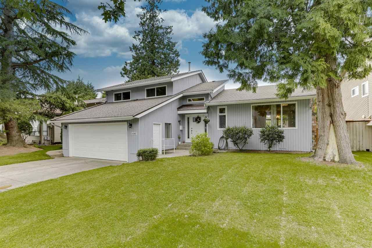 """Main Photo: 14907 SOUTHMERE Place in Surrey: Sunnyside Park Surrey House for sale in """"SOUTHMERE"""" (South Surrey White Rock)  : MLS®# R2468824"""