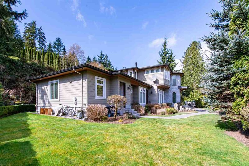 FEATURED LISTING: 760 BURLEY Drive West Vancouver