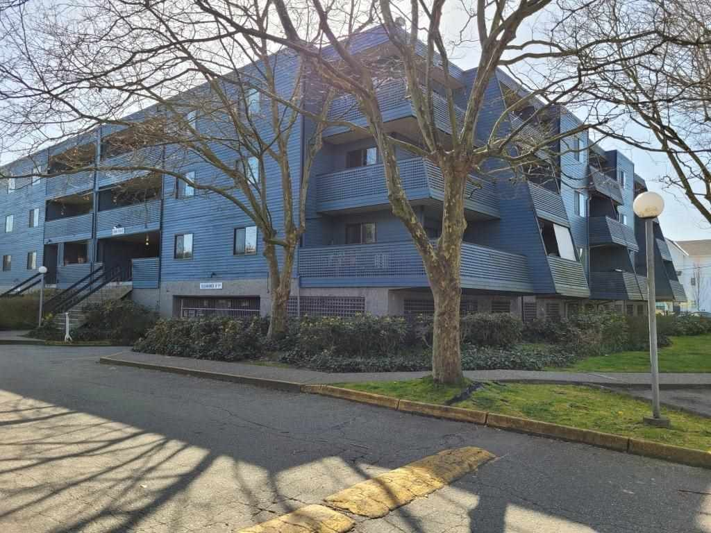 "Main Photo: 107 5906 176A Street in Surrey: Cloverdale BC Condo for sale in ""Wyndham Estates"" (Cloverdale)  : MLS®# R2562517"