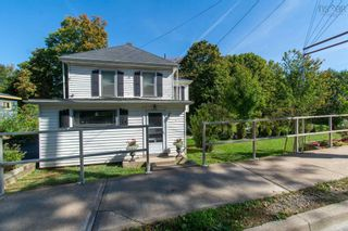 Photo 3: 157 Main Street in Kentville: 404-Kings County Residential for sale (Annapolis Valley)  : MLS®# 202125519