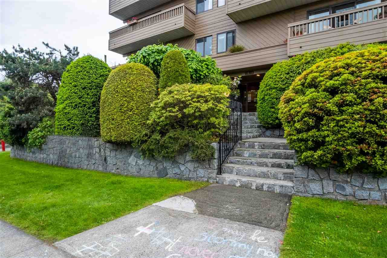"""Main Photo: 103 2100 W 3RD Avenue in Vancouver: Kitsilano Condo for sale in """"PANORAMA PLACE"""" (Vancouver West)  : MLS®# R2457956"""