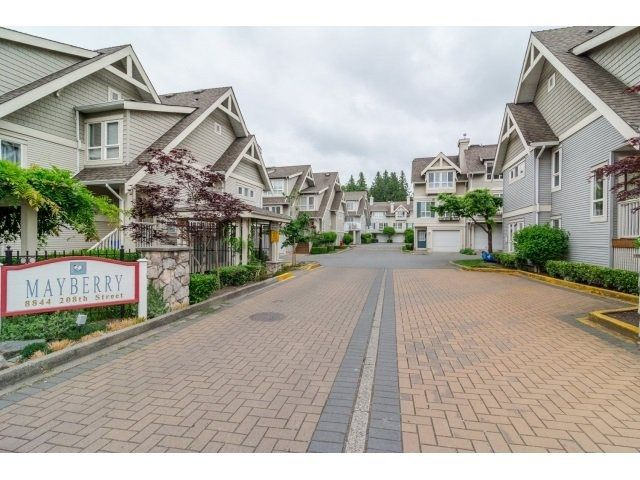 """Main Photo: 42 8844 208 Street in Langley: Walnut Grove Townhouse for sale in """"Mayberry"""" : MLS®# R2481589"""
