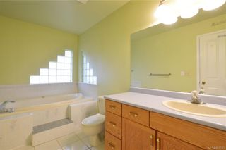 Photo 9: 2384 Fleetwood Crt in : La Florence Lake House for sale (Langford)  : MLS®# 860735