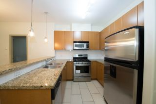"""Photo 2: 208 14 E ROYAL Avenue in New Westminster: Fraserview NW Condo for sale in """"VICTORIA HILL"""" : MLS®# R2244673"""