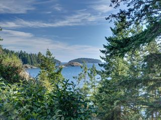 Photo 1: 304 GEORGIA Drive in Gibsons: Gibsons & Area House for sale (Sunshine Coast)  : MLS®# R2622245