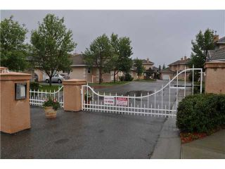 Photo 3: 226 CORAL Cove NE in CALGARY: Coral Springs Townhouse for sale (Calgary)  : MLS®# C3534354